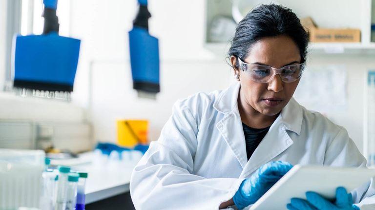 Tecnico di laboratorio donna